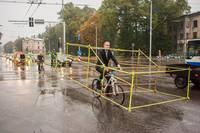Велоперформанс активистов из Let's Bike it в Латвии.