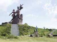 10 Самых гигантских монументов на склонах гор