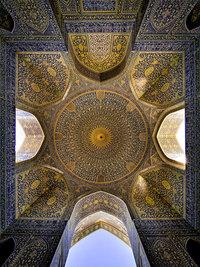 10 гипнотизирующих потолков исламских мечетей