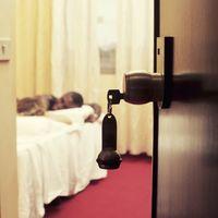 Горничные назвали 9 типов постояльцев отелей, которые являются их ночным кошмаром!
