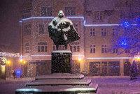 Снегопад в Польше превратил знаменитую статую в Дарта Вейдера