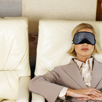 7 коротких, ценных советов, как выспаться в самолете
