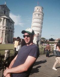 Этот парень показал, как надо фотографироваться с Пизанской башней!