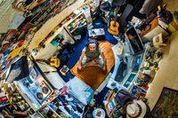 С потолка: как выглядят спальни людей со всего мира
