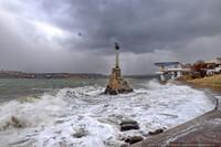 Шторм в Севастополе разбивал причалы и ломал деревья