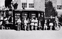 15 редких фото старинных передвижных библиотек, которые были задолго до Amazon