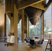 Архитектор превратил старый цементный завод в свой дом. Невероятное преображение