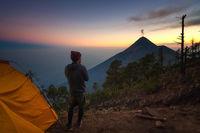 Ему удалось запечатлеть извержение вулкана под Млечным Путем в Гватемале