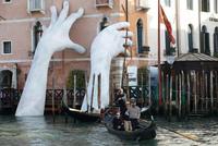 Венецианская биеннале 2017 — искусство на грани реальности со всего мира