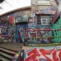 В Нидерландах начали чистить стену, на которой рисовали граффити в течение 30 лет