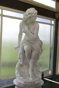 Австралийская художница «раскрашивает» статуи 19 века, чтобы «оживить» их