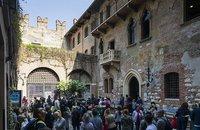 Фальшивые достопримечательности, собирающие толпы доверчивых туристов