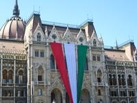 Триколор на здании парламента, Будапешт