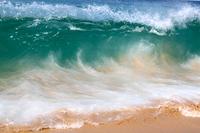 Изумрудные волны на пляже Сурин, Пхукет