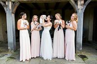 Свадебная фотосессия со щенками из приюта помогла найти очаровательным малышам хозяев