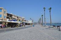 Пафос: по улице вдоль набережной
