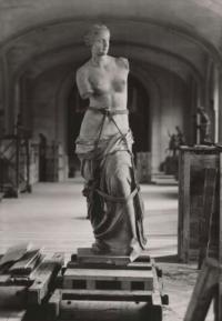 Почему комендант Парижа не выполнил приказ Гитлера и не взорвал Эйфелеву башню