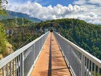 Подвесной мост в скайпарке в Адлере