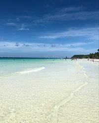Кристально чистая вода на пляже White beach