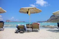 Большинство пляжей чистые, живописные и с возможностью арендовать лежак