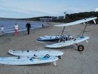 На пляже Пирита собираются серферы