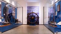Морская атрибутика в зале музея