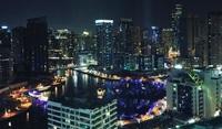 Район Дубай Марина ночью