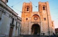 Кафедральный собор португальской столицы вечером