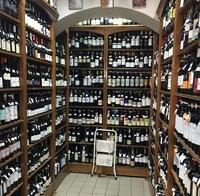 """""""Небольшой"""" ассортимент обычного винного магазина Лиссабона"""