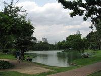 Особенно приятно сидеть возле озера