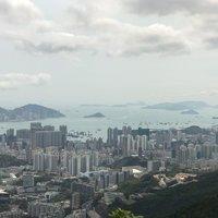Вид на апрельский Гонконг с горы Lion Rock
