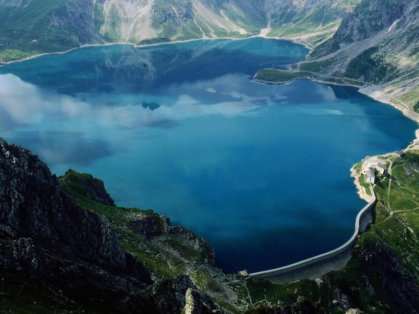 72 миллиона на дне: зачем в альпийском озере Топлиц затопили столько денег